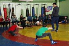 Для слушателей курсов повышения квалификации ИРО РБ открытый урок на тему «Урок физической культуры с элементами самбо» провел Жук Вячеслав.