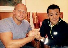 «Сегодня мы вместе с бывшим владельцем Pride Набуюки Сакакибарой объявили дату моего боя. Он пройдет 31 декабря в Японии»,– пишет Федор Емельяненко.